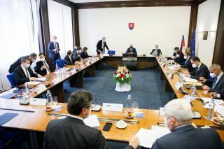 Ministr Kulhánek jednal v Bratislavě se svými protějšky ze skupiny C5