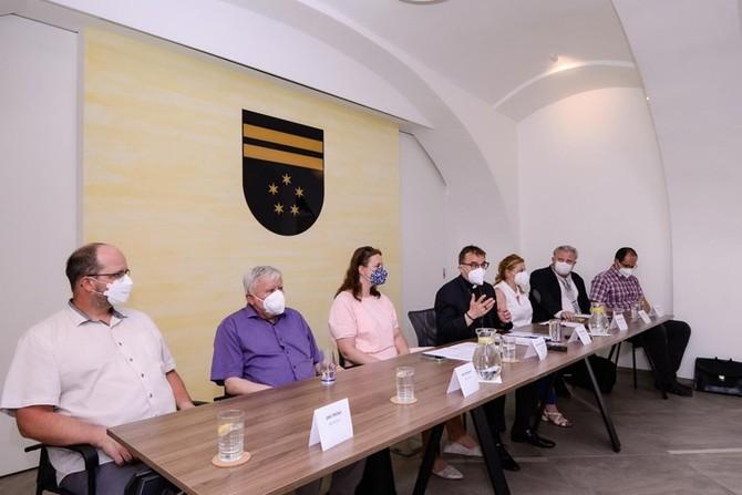 Tisková konference k otevření katedrály (foto: M. Pecuch)